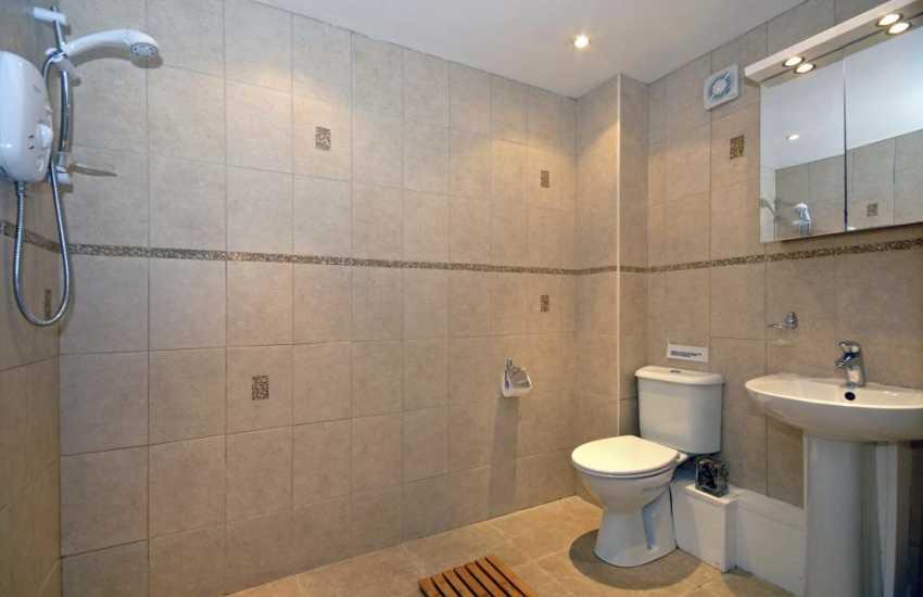 Cardigan Bay holiday home - ground floor en-suite wet room