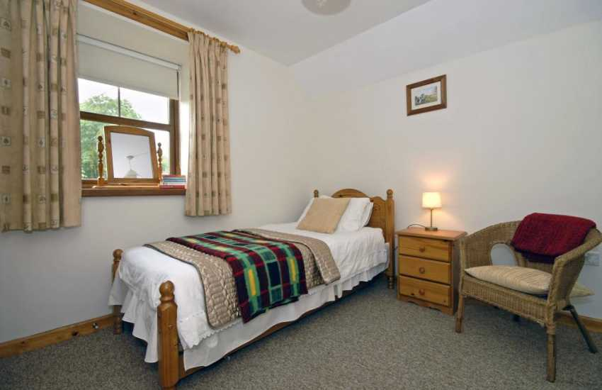 Holiday cottage New Quay sleeping 6 - single with truckle bed bedroom with countryside views