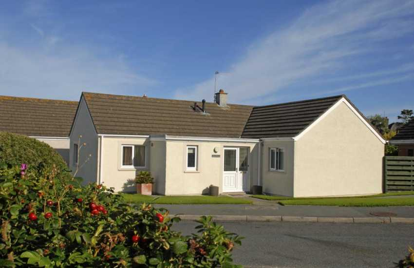 St Davids holiday bungalow with gardens and parking - pets welcome