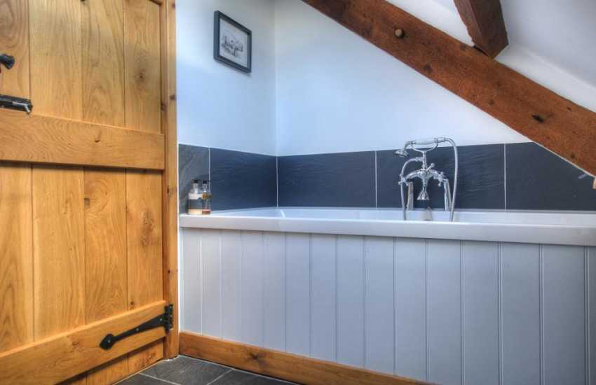 Luxury Snowdonia cottage with wifi - bedroom