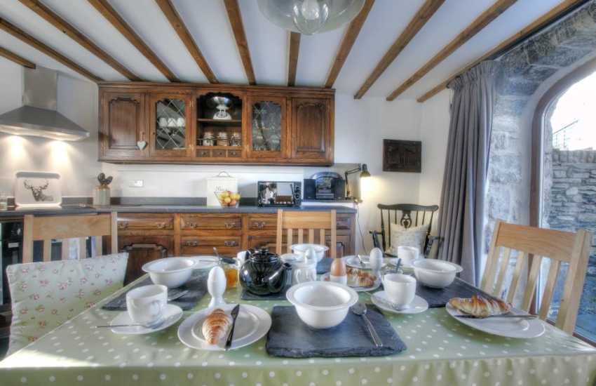 Luxury holiday cottage Snowdonia - table