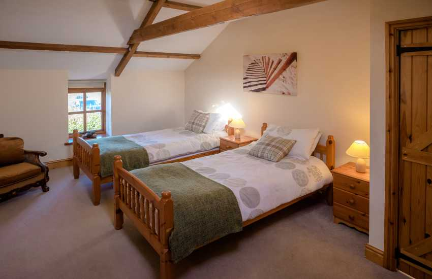 Rhossili beach for holidays - twin bedroom