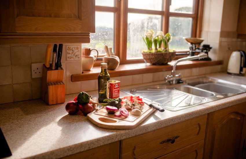 Three Cliffs Bay holiday - kitchen