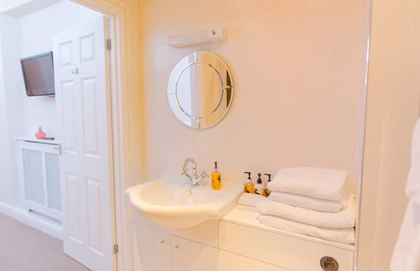 Port Eynon nearby holiday home - shower room