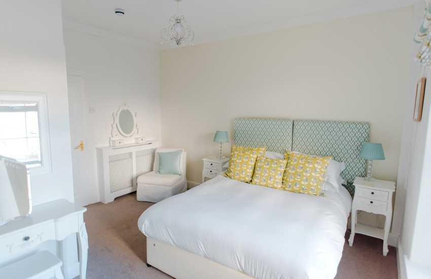 Swansea holiday home sleeps 16 - double bedroom