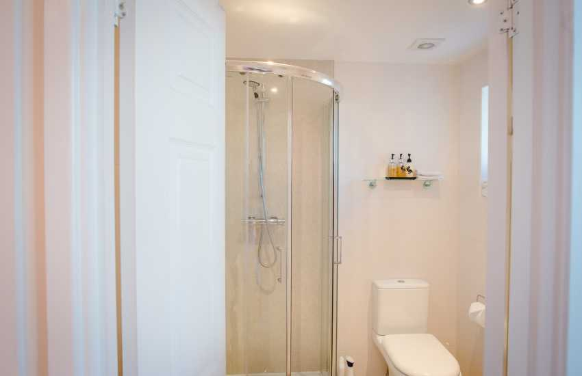 Oyster house holiday home Mumbles - shower room