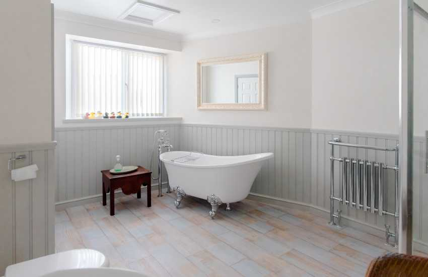 Luxury holiday home on the Gower - bathroom