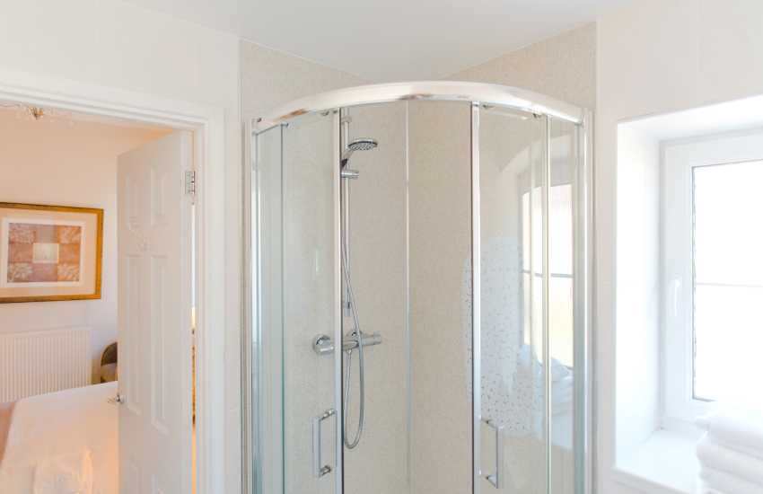 Oystermouth castle nearby holiday home - shower room