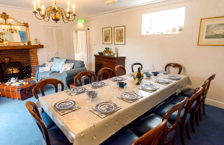 Mumbles Pier holiday home - dining room