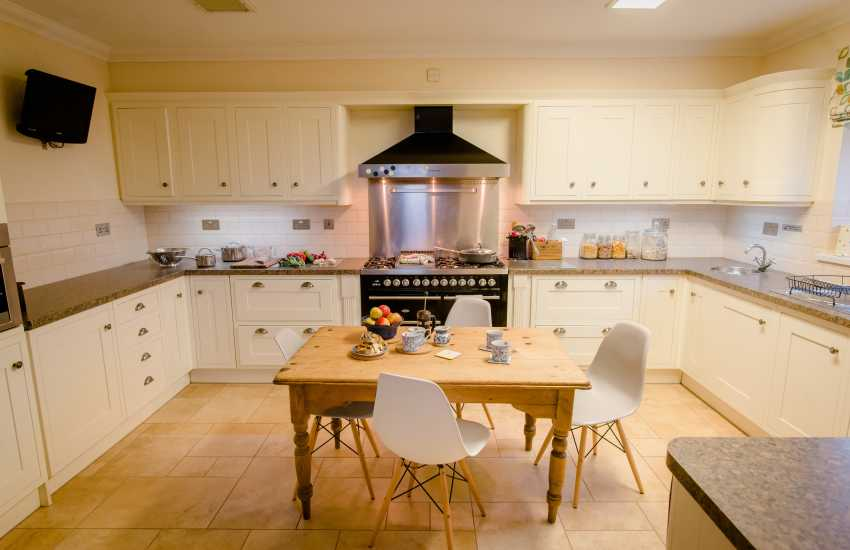 Rhossili bay nearby holiday home - kitchen