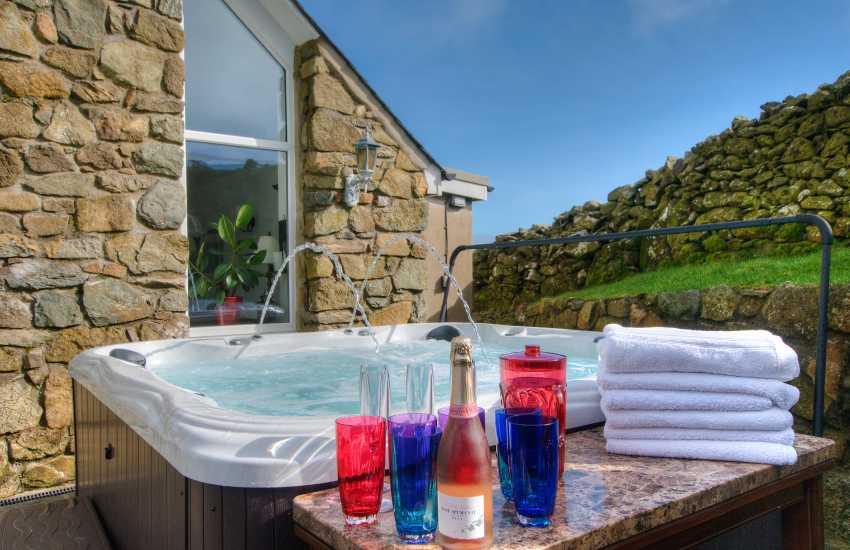 Lleyn holiday cottage with hot-tub