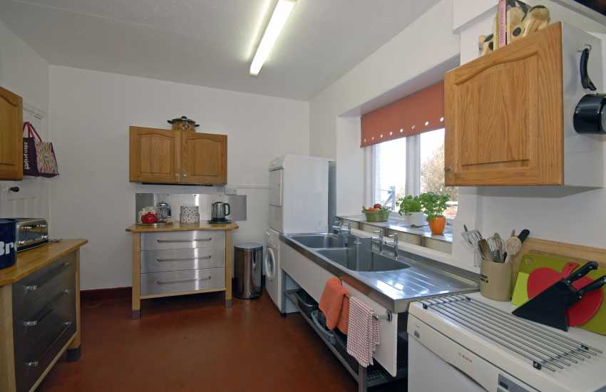 Self-catering North Pembrokeshire coast - kitchen