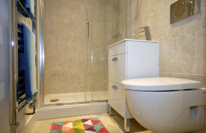 Little Haven Holiday cottage - ground floor double shower room
