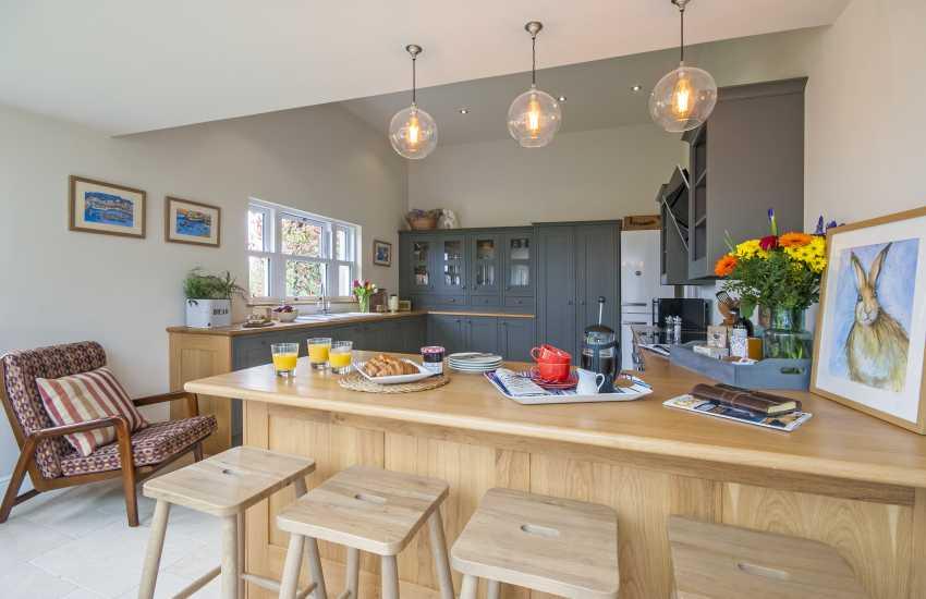 Spacious kitchen/breakfast bar