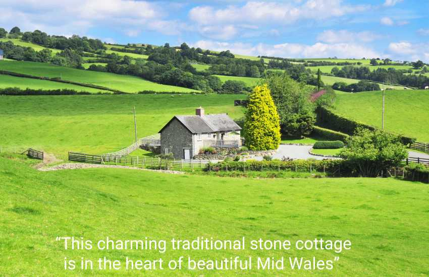Mid Wales detached holiday cottage