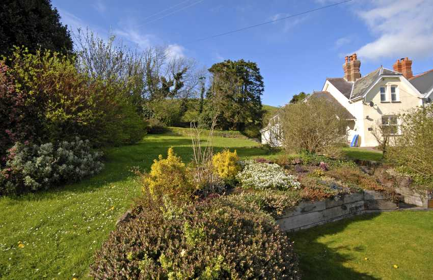 Marloes holiday cottage with gardens