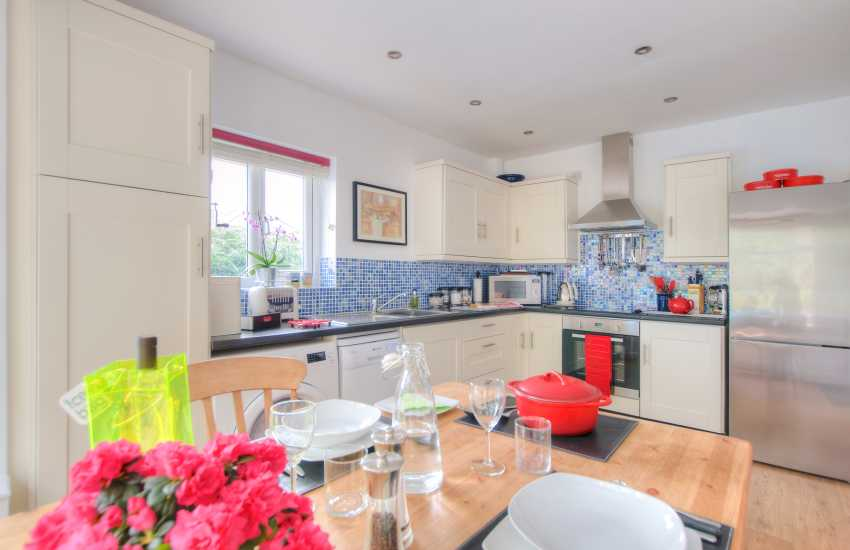 Borth y Gest holiday cottage - kitchen