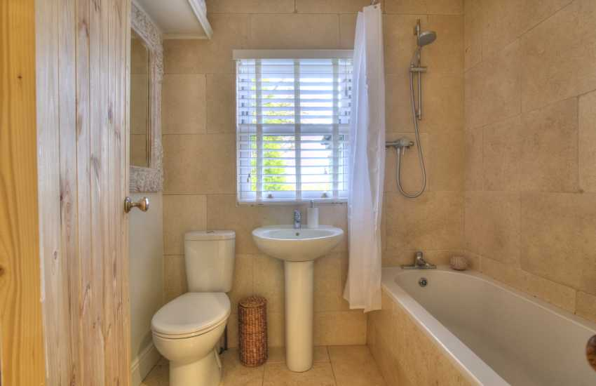twin en-suite shower/bathroom