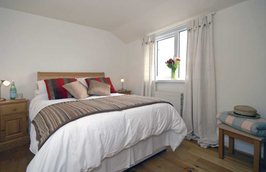 Saundersfoot cottage sleeps 4 - double bedroom with sea views