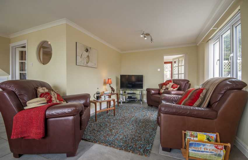 Wisemans Bridge holiday cottage - living room