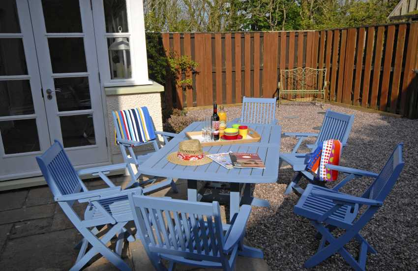 Havens Rest holiday cottage with enclosed garden