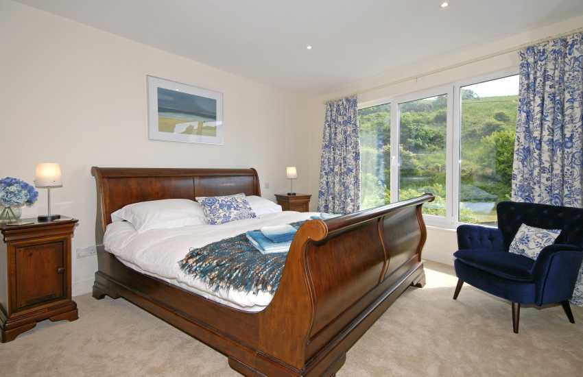 Little Haven house sleeps 10 - ground floor super king size bedroom