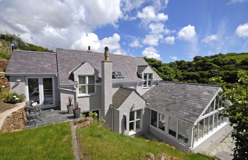 Little Haven luxury family holiday home on the coast - pet friendly