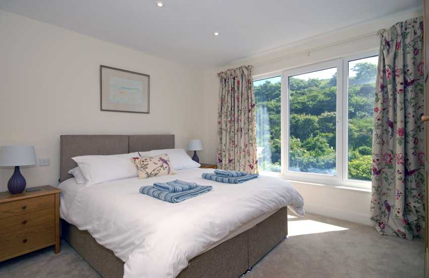 Pembrokeshire holiday cottage sleeping 10 - ground floor double zip and link bedroom