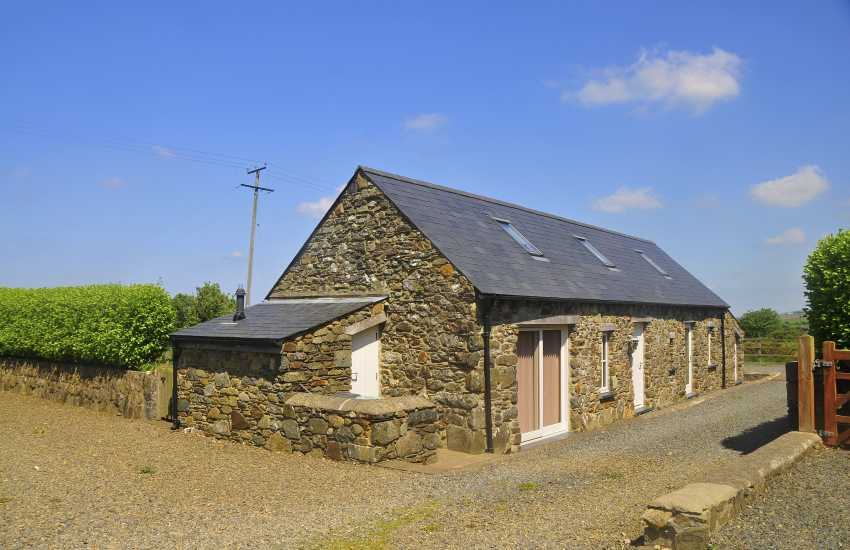 North Pembrokeshire holiday cottage with panoramic sea views - pets welcome