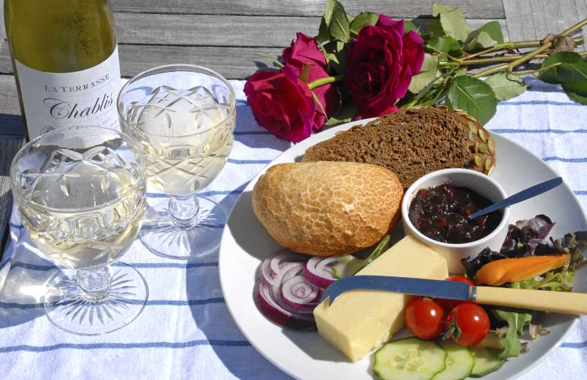 Both Solva and St Davids have plenty of restaurants, cafes and pubs to choose from - whatever you fancy!