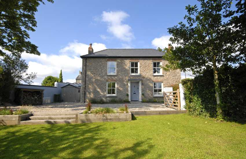 Victorian Pembrokeshire cottage with gardens - dogs welcome