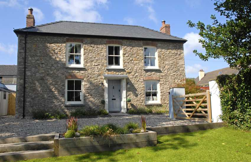 Restored Victorian Pembrokeshire cottage with gardens - dogs welcome