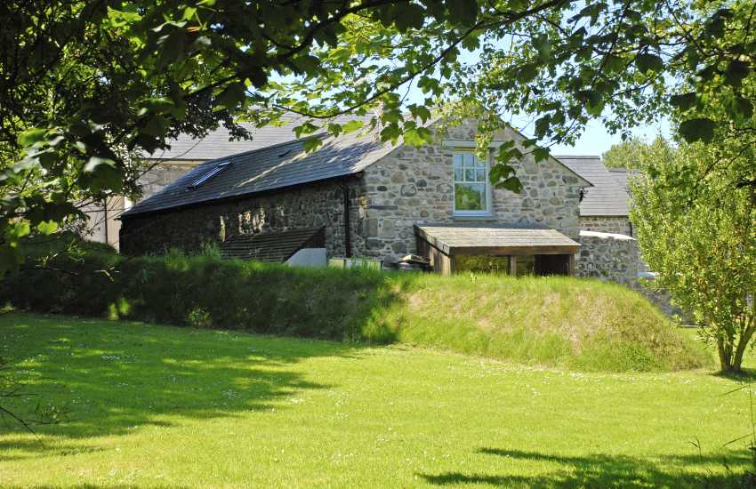 Stone barn conversion just for two - pet welcome