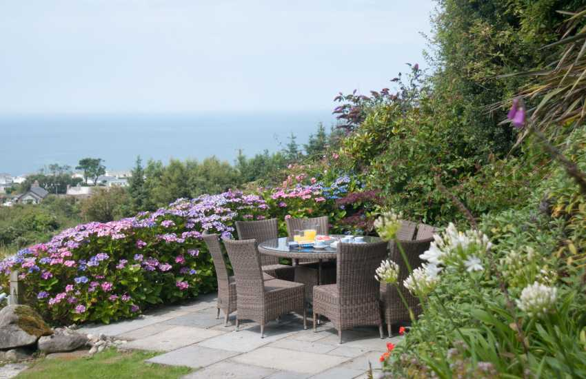 Coastal cottage with hot tub wales  - garden