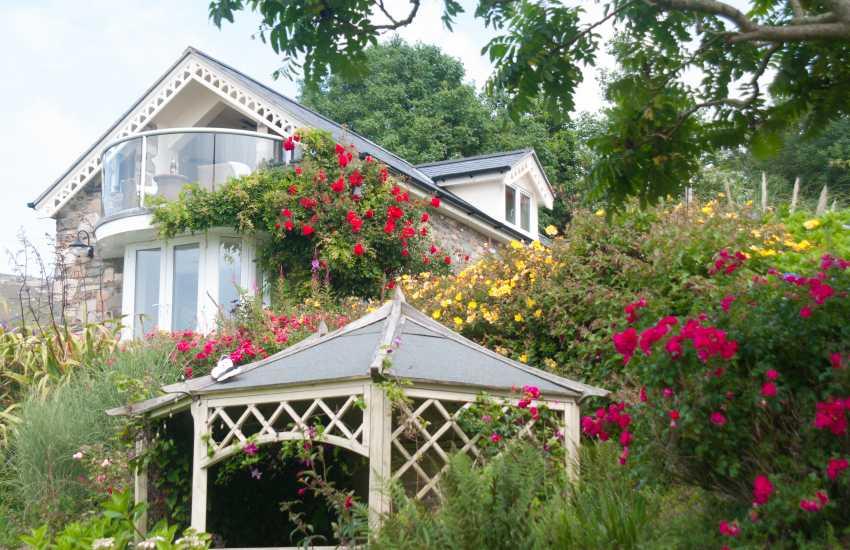 Pet friendly holiday cottage Llyn peninsula  - balcony