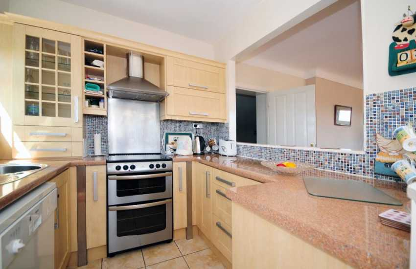 Anglesey holiday cottage with views of Snowdonia - kitchen