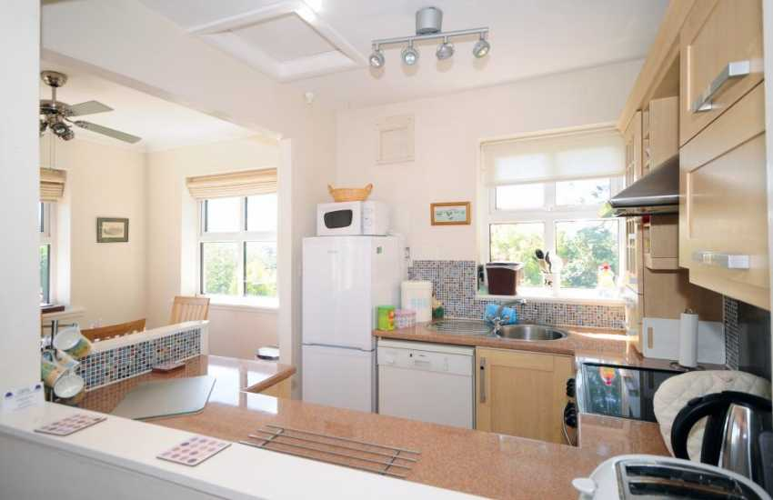 Benllech cottage holiday - kitchen