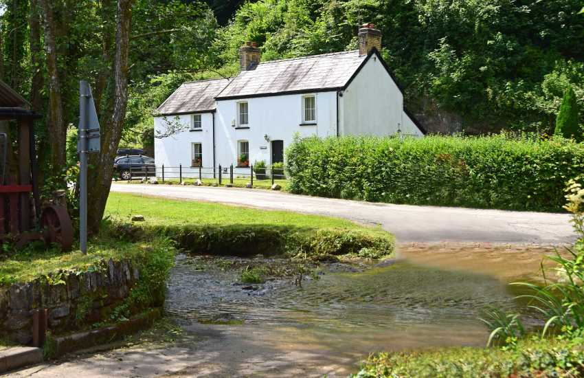 The Gower Forge in hamlet of Parkmill-sleeps 6