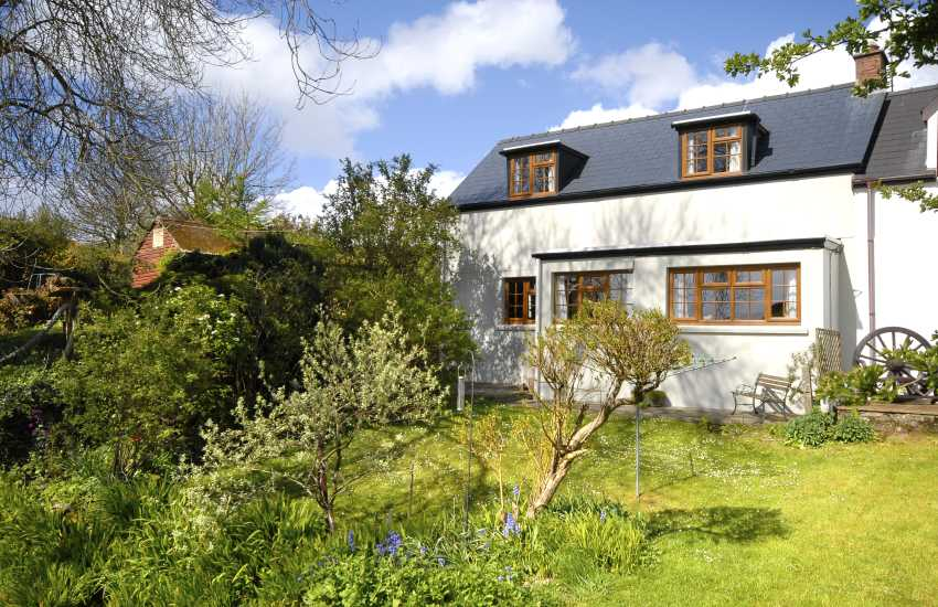 Rural Pembrokeshire cottage near the coast - pets welcome