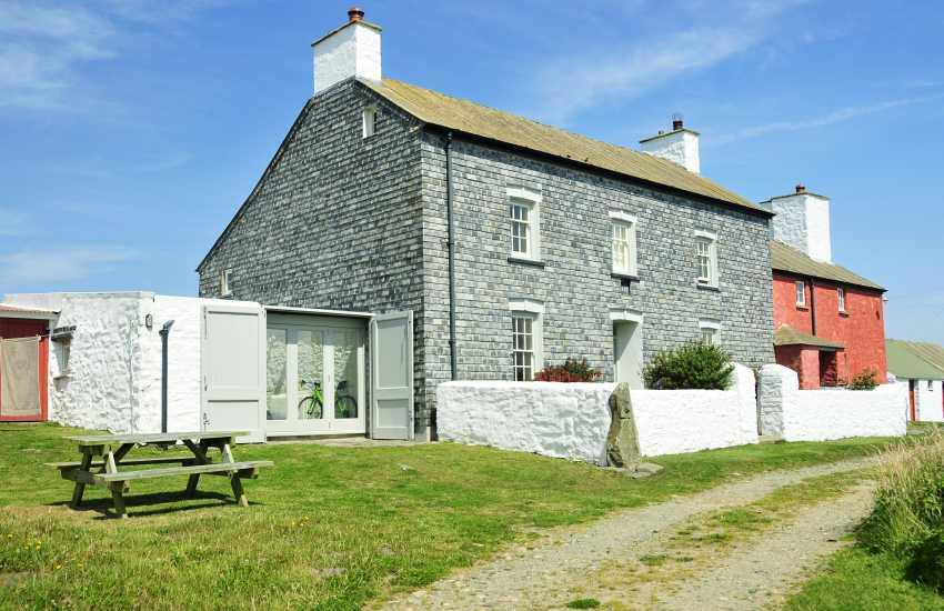 Georgian Grade II listed Welsh Farmhouse for holidays near Whitesands Beach