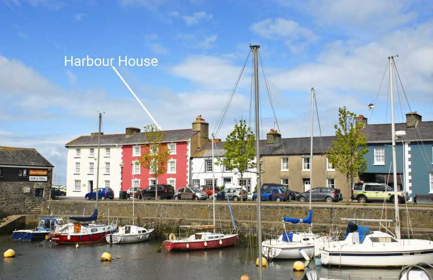 Georgian town house in Aberaeron overlooking the harbour