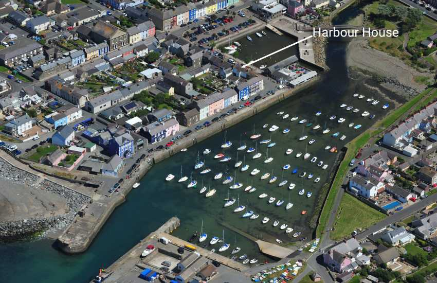 Aberaeron coastal luxury holiday home overlooking the harbour