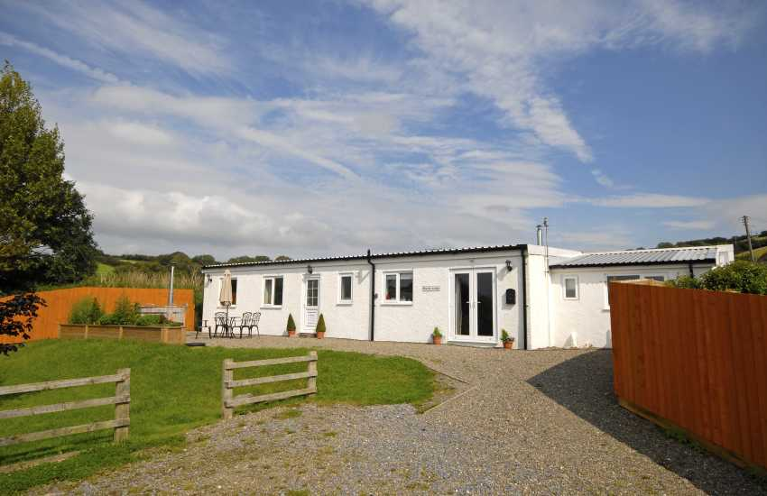 Carmarthenshire holiday cottage with estuary views - pets welcome
