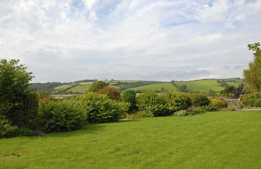 Pet friendly holiday home near Llansteffan - gardens