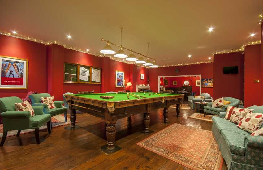 Tenby Pembrokeshire luxury holiday house with bar, games and billiard room