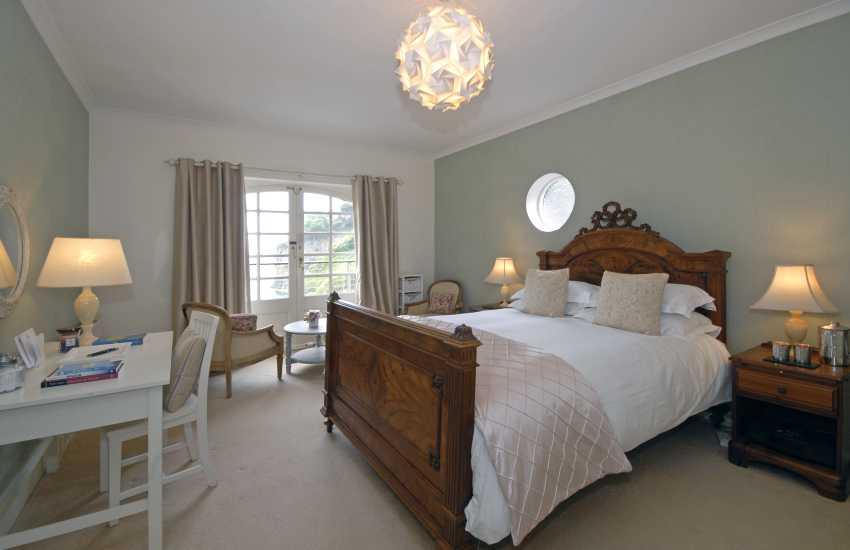 Golau Bore - double with en suite bath/shower and sea views