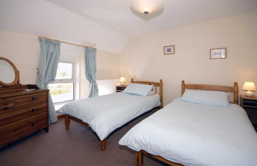 Pembrokeshire self catering holiday cottage sleeps 6 -  twin