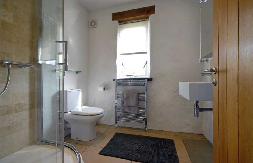 Double en suite shower room