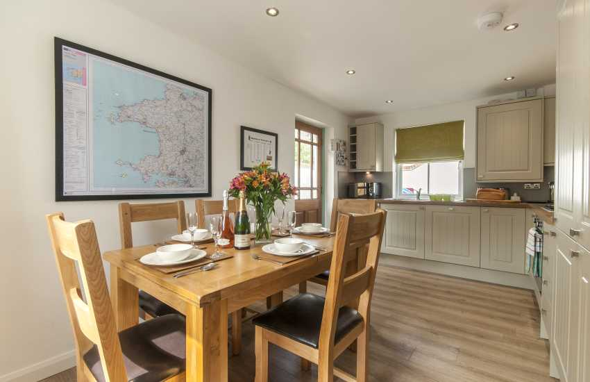 St Davids holiday cottage - dining area