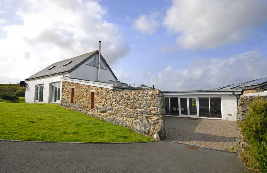 Designer luxury Pembrokeshire barn conversion near Abereiddy - pets welcome